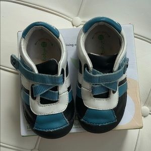 MOMO baby Shoes Size 5 1/2